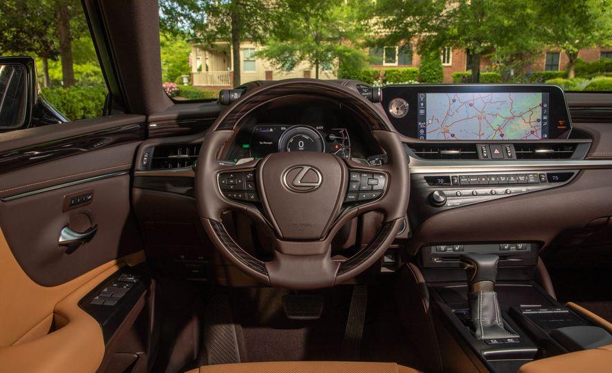 2019 Lexus ES300h - Slide 17