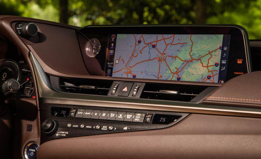 2019 Lexus ES300h - Slide 18