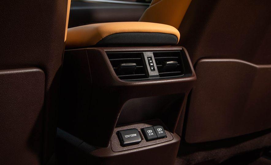 2019 Lexus ES300h - Slide 20