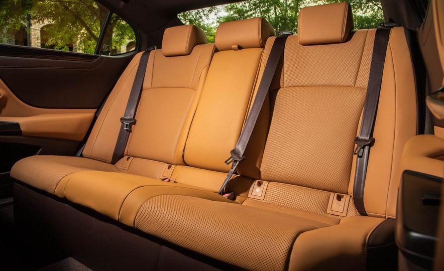 2019 Lexus ES300h - Slide 21