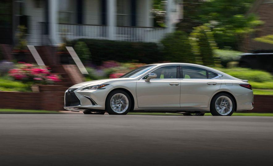 2019 Lexus ES300h - Slide 29