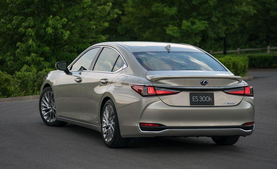 2019 Lexus ES300h - Slide 37