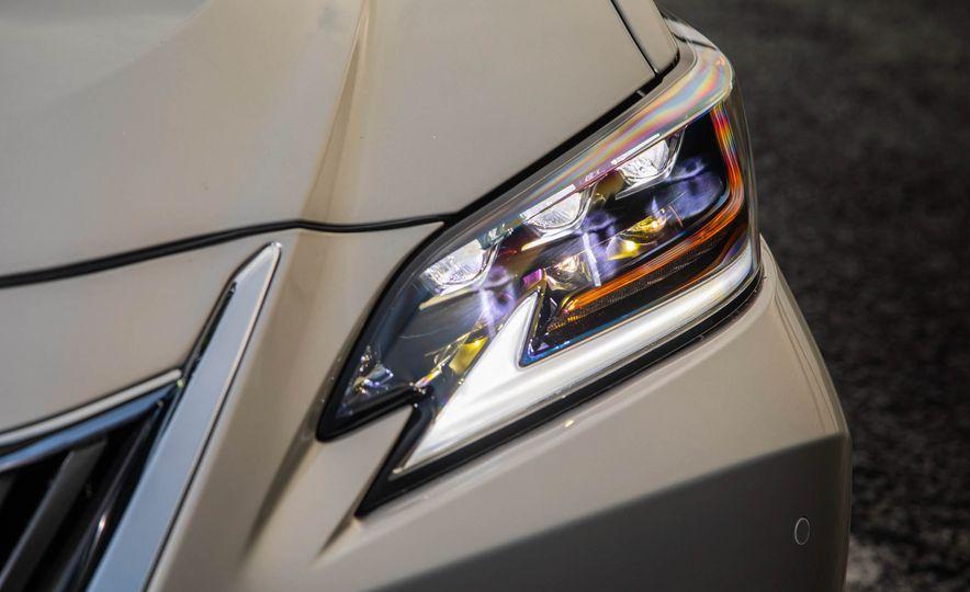 2019 Lexus ES300h - Slide 39