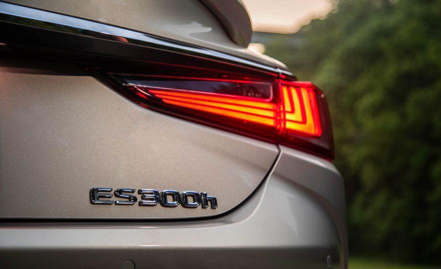 2019 Lexus ES300h - Slide 44