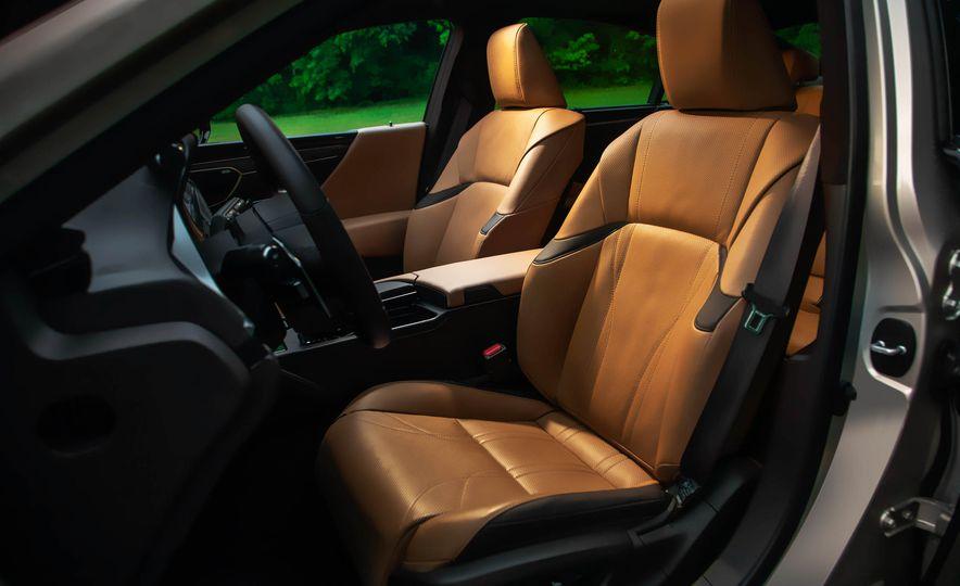 2019 Lexus ES300h - Slide 45