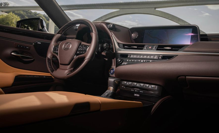 2019 Lexus ES300h - Slide 46