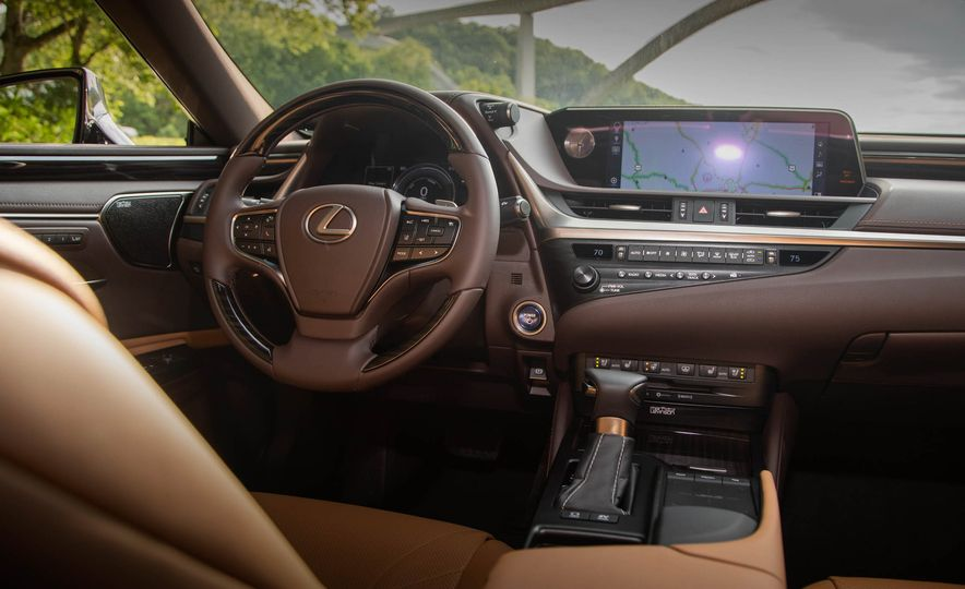 2019 Lexus ES300h - Slide 47