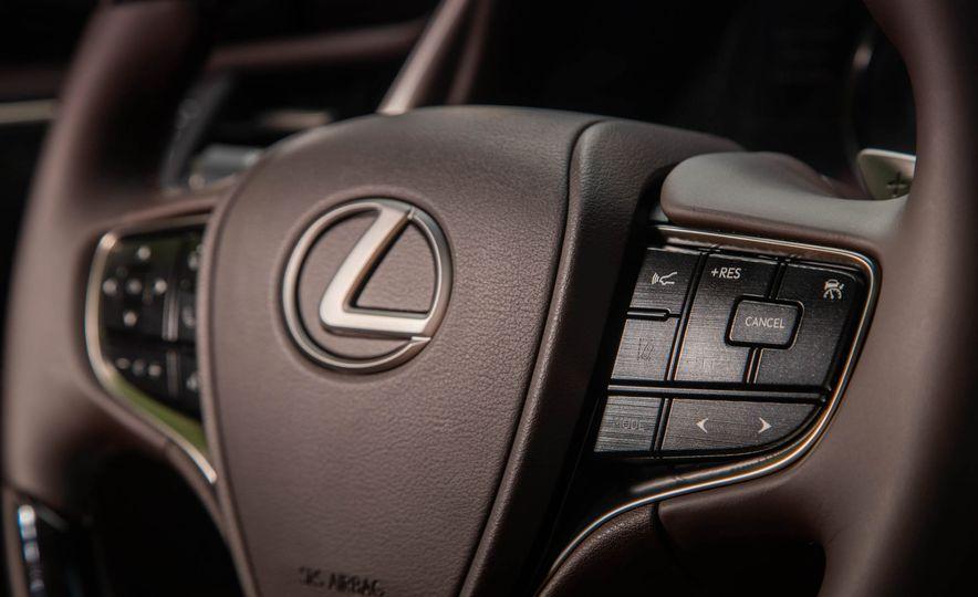 2019 Lexus ES300h - Slide 48