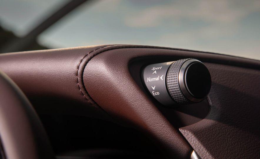 2019 Lexus ES300h - Slide 52