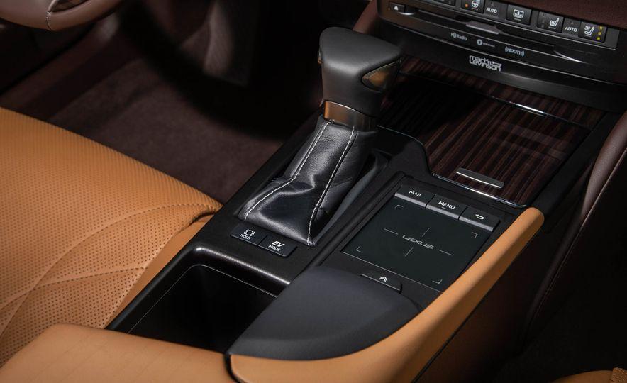 2019 Lexus ES300h - Slide 56