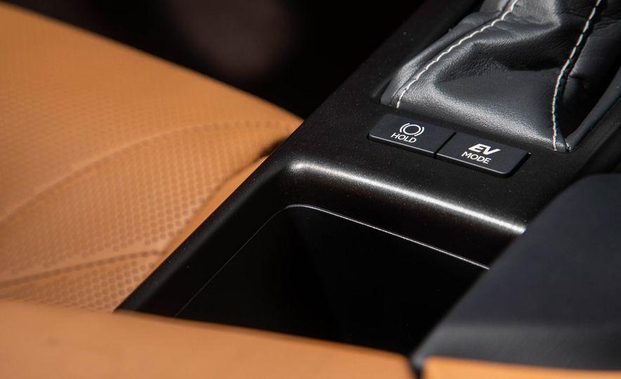 2019 Lexus ES300h - Slide 57