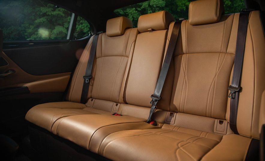 2019 Lexus ES300h - Slide 60