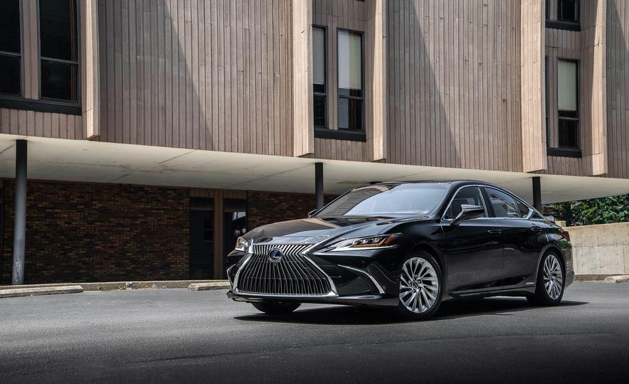2019 Lexus ES300h - Slide 61