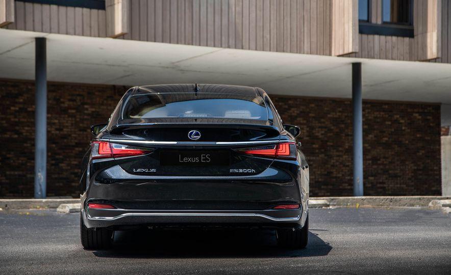2019 Lexus ES300h - Slide 63
