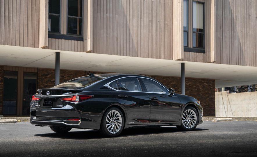 2019 Lexus ES300h - Slide 64