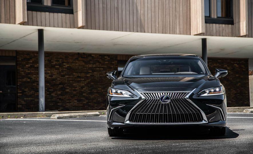 2019 Lexus ES300h - Slide 65