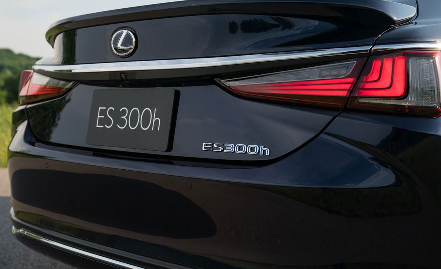 2019 Lexus ES300h - Slide 73