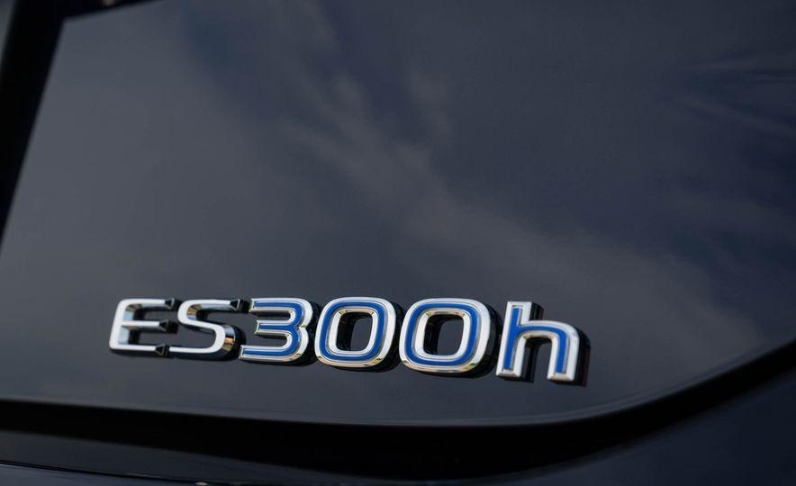 2019 Lexus ES300h - Slide 74