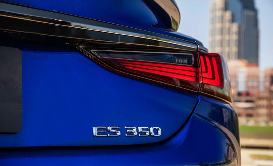 2019 Lexus ES300h - Slide 84