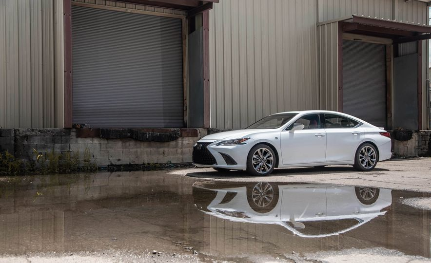 2019 Lexus ES300h - Slide 116