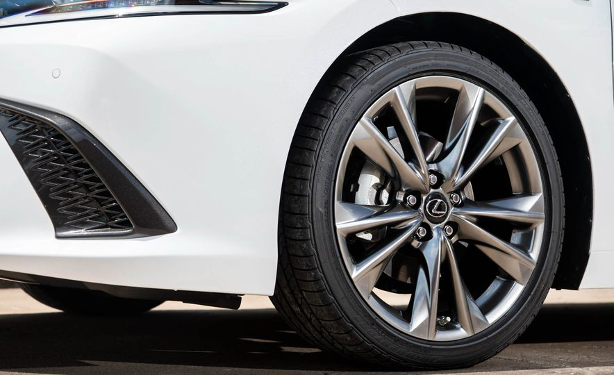 2019 Lexus ES300h - Slide 120