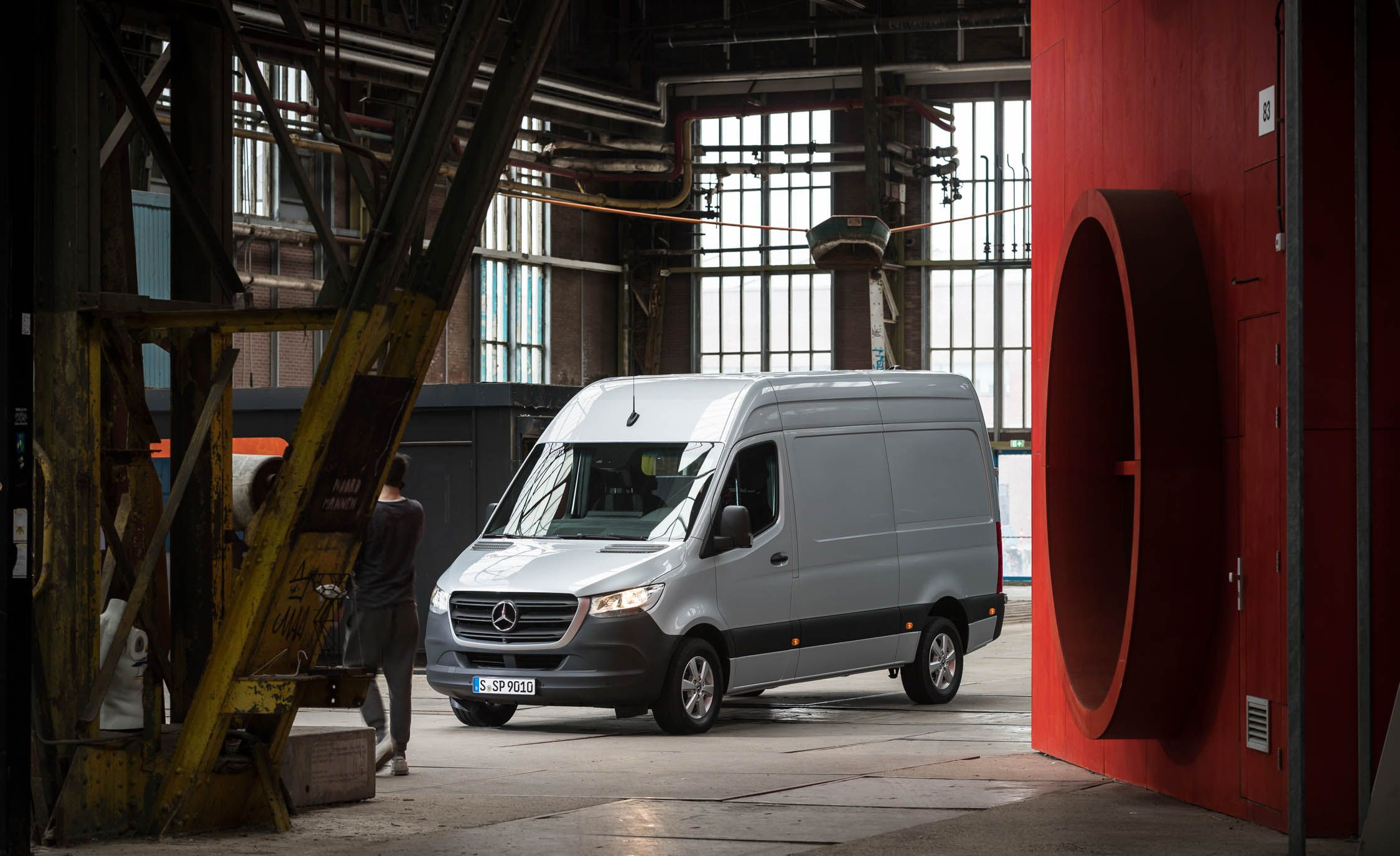 Mercedes Benz Sprinter Reviews Price Photos And Specs Car Driver