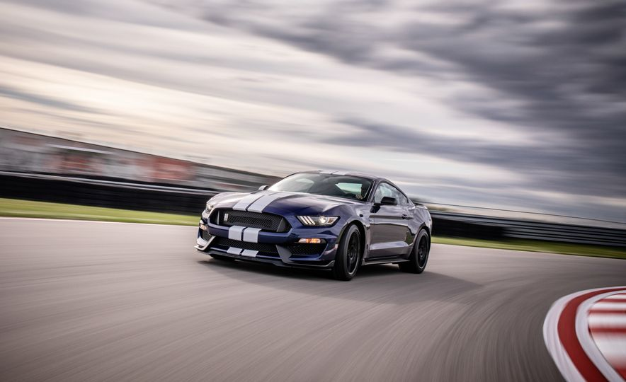 2019 Ford Mustang Shelby GT350 - Slide 2