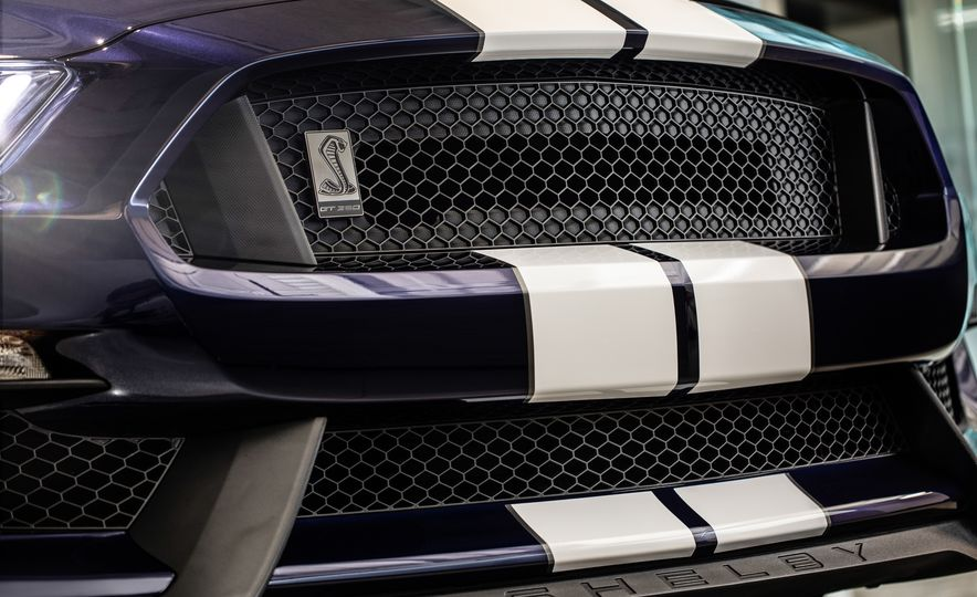 2019 Ford Mustang Shelby GT350 - Slide 7
