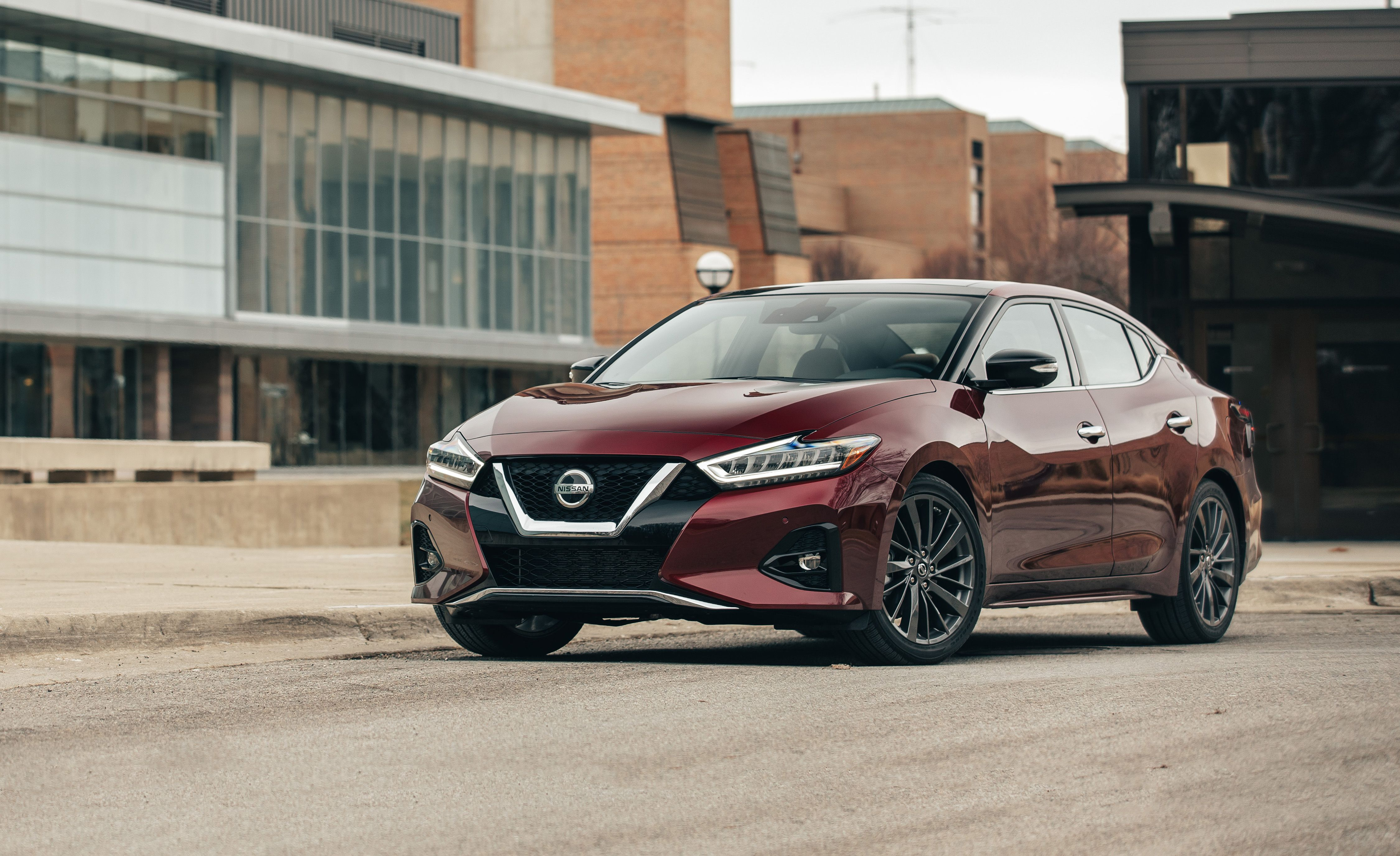 2019 nissan maxima reviews nissan maxima price photos and specs car and driver. Black Bedroom Furniture Sets. Home Design Ideas