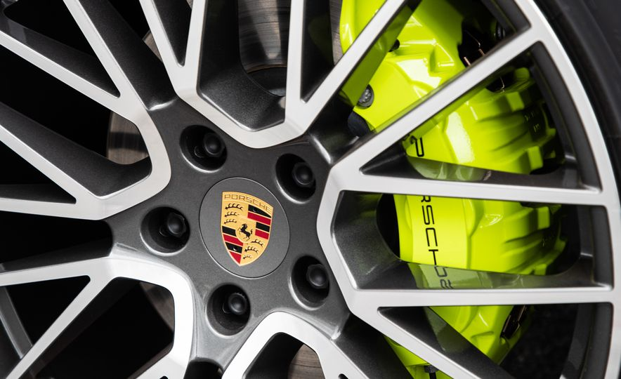 2019 Porsche Cayenne E-Hybrid - Slide 21