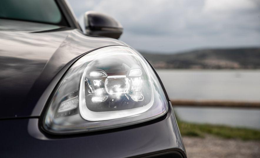 2019 Porsche Cayenne E-Hybrid - Slide 35