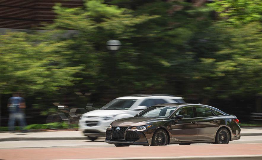 2019 Toyota Avalon XSE Hybrid - Slide 2