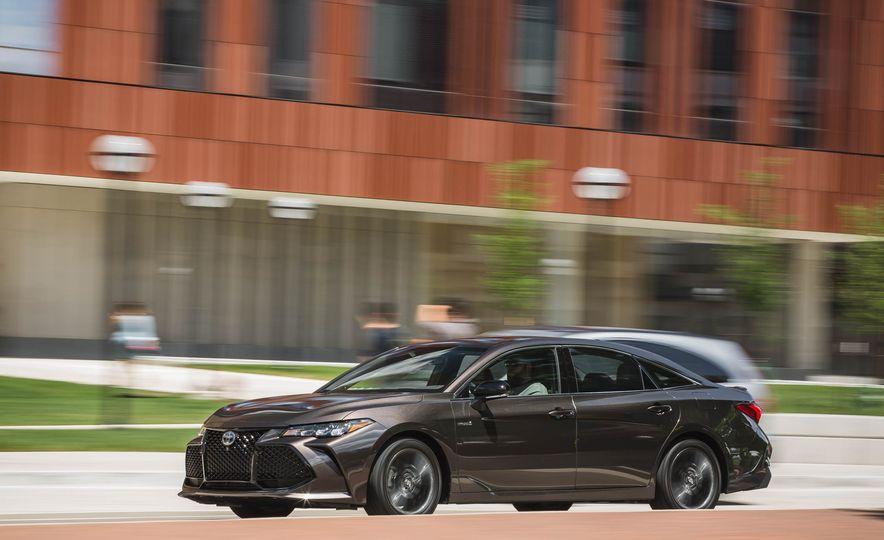 2019 Toyota Avalon XSE Hybrid - Slide 4
