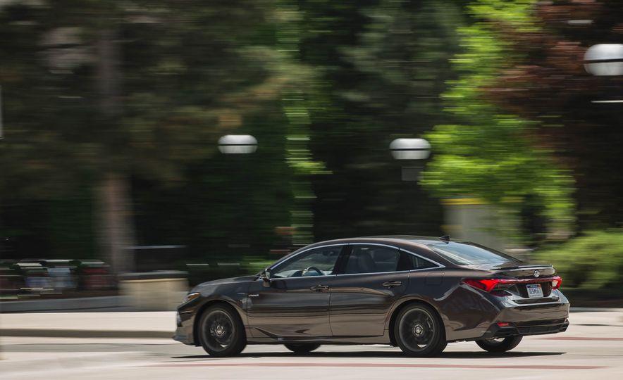 2019 Toyota Avalon XSE Hybrid - Slide 5