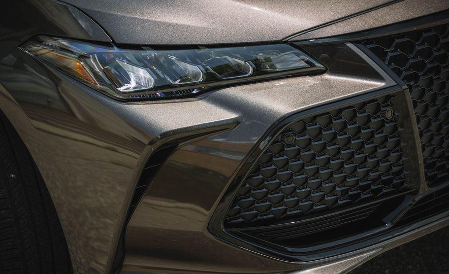 2019 Toyota Avalon XSE Hybrid - Slide 18