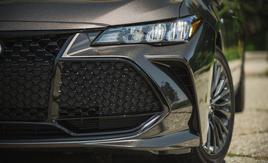 2019 Toyota Avalon XSE Hybrid - Slide 19