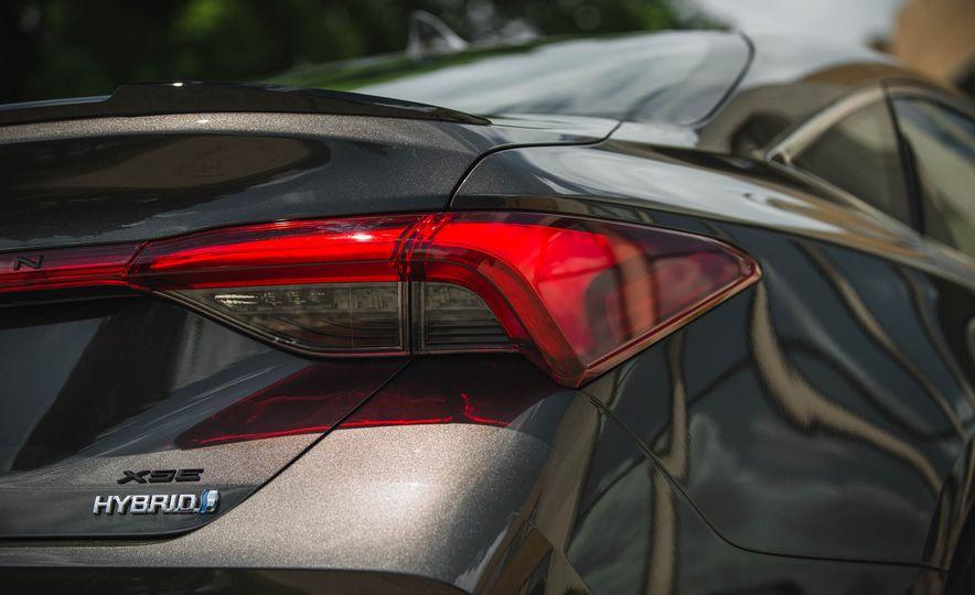 2019 Toyota Avalon XSE Hybrid - Slide 24
