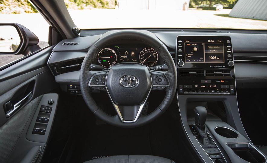 2019 Toyota Avalon XSE Hybrid - Slide 28