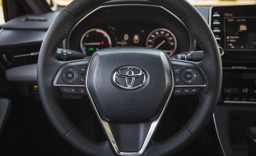 2019 Toyota Avalon XSE Hybrid - Slide 29