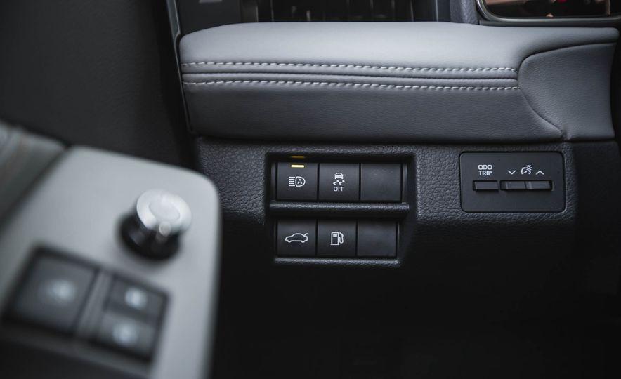 2019 Toyota Avalon XSE Hybrid - Slide 30