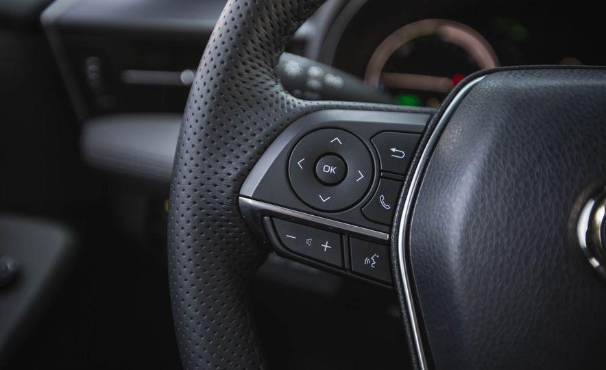 2019 Toyota Avalon XSE Hybrid - Slide 31