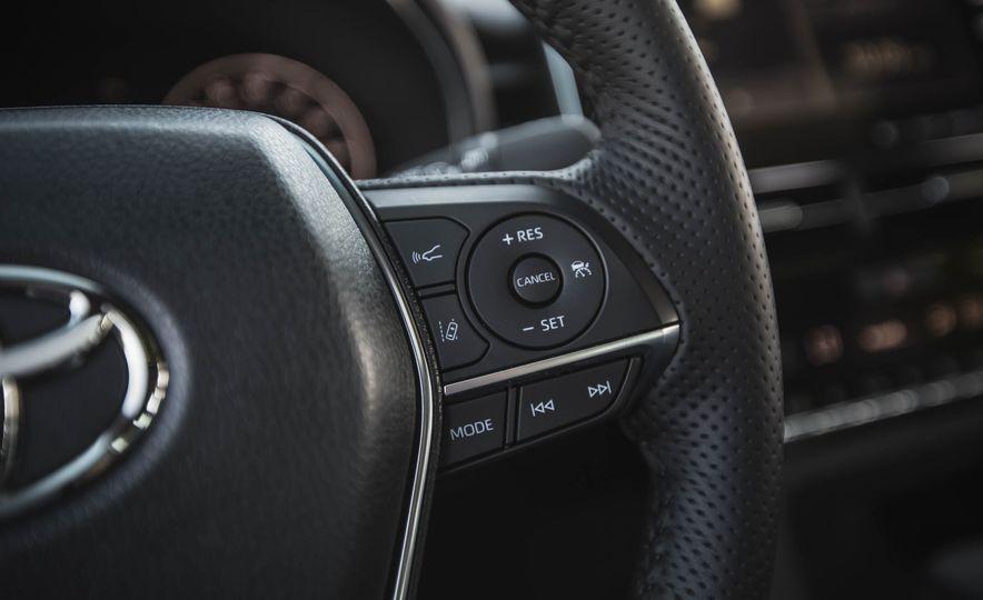 2019 Toyota Avalon XSE Hybrid - Slide 32