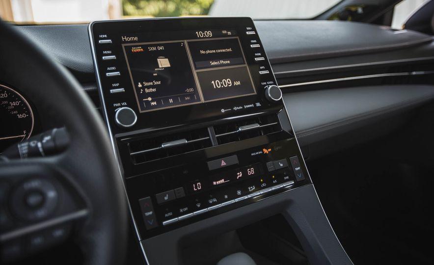 2019 Toyota Avalon XSE Hybrid - Slide 34