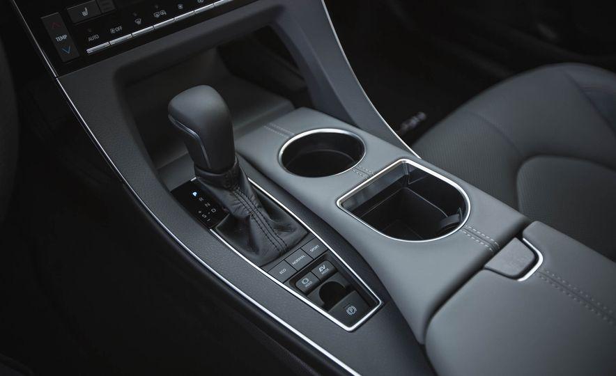 2019 Toyota Avalon XSE Hybrid - Slide 35