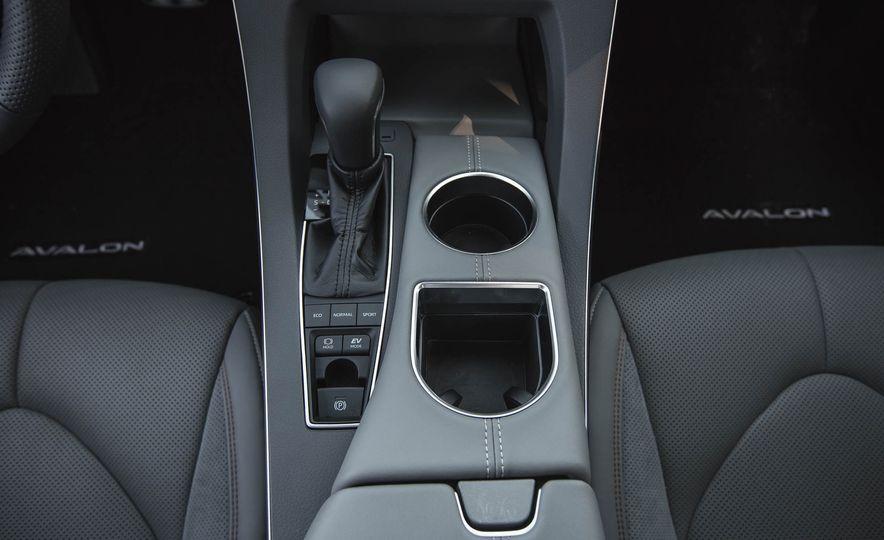 2019 Toyota Avalon XSE Hybrid - Slide 37