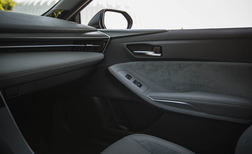 2019 Toyota Avalon XSE Hybrid - Slide 38