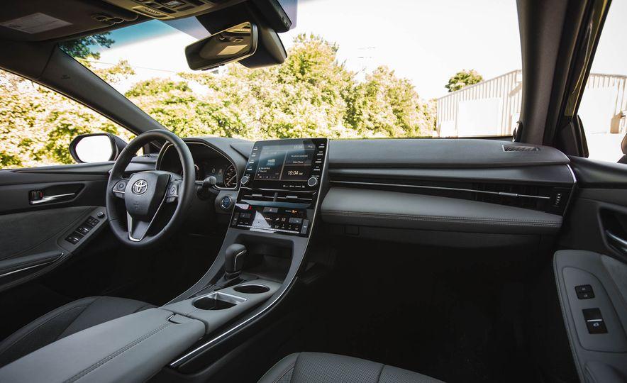 2019 Toyota Avalon XSE Hybrid - Slide 40