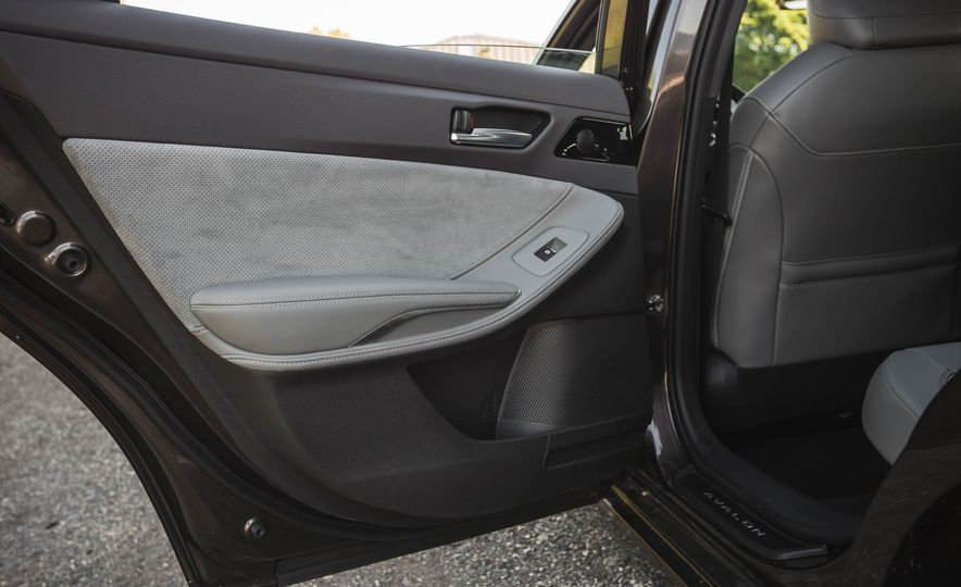 2019 Toyota Avalon XSE Hybrid - Slide 43