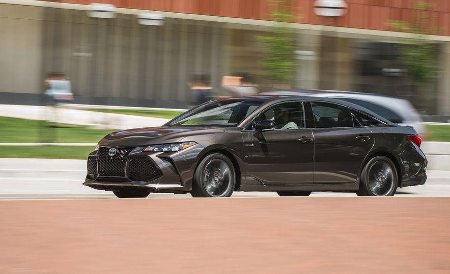 2019 Toyota Avalon XSE Hybrid - Slide 1