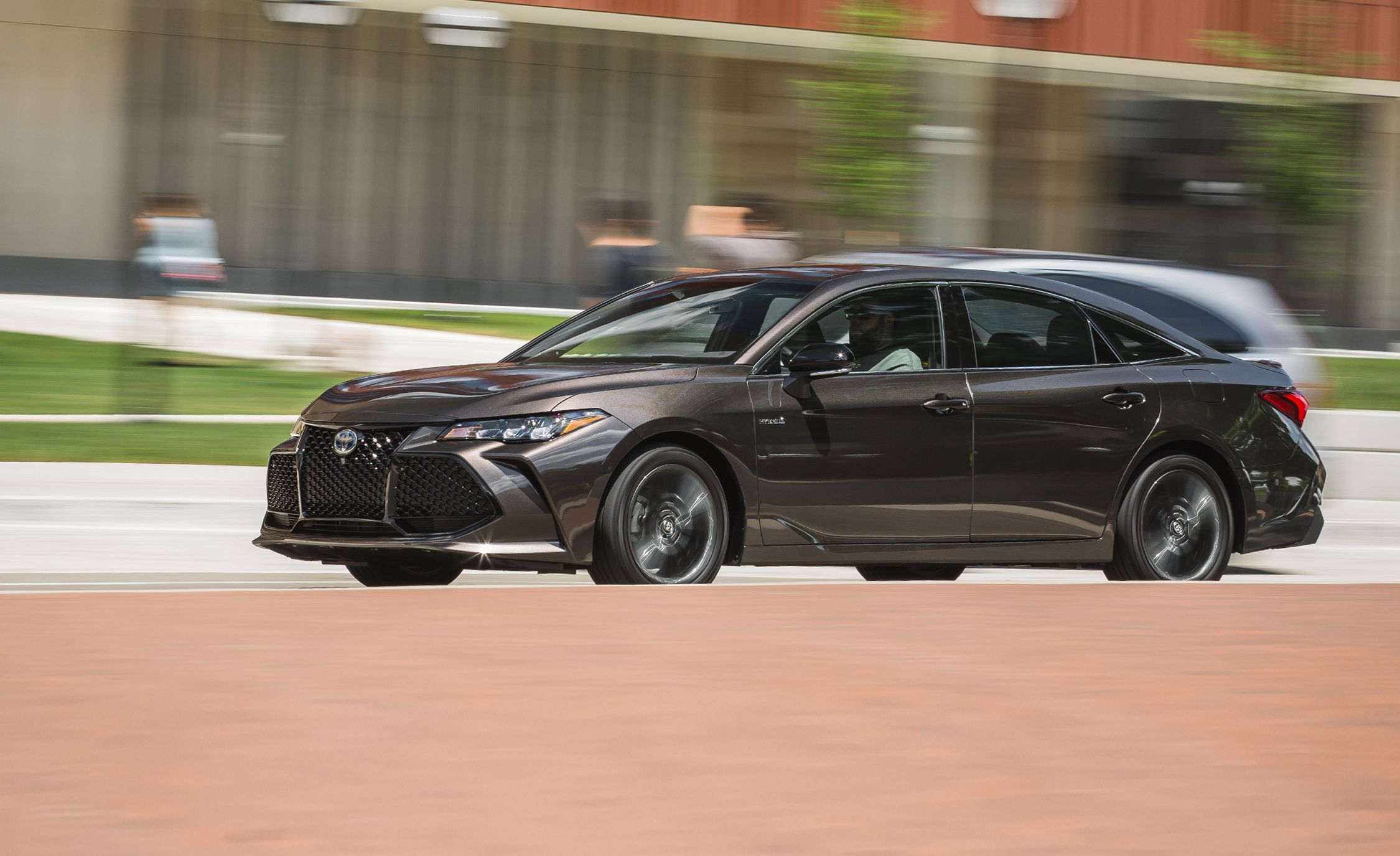 2019 Toyota Avalon Hybrid Xse Tested Mixed Missions Reviews Car